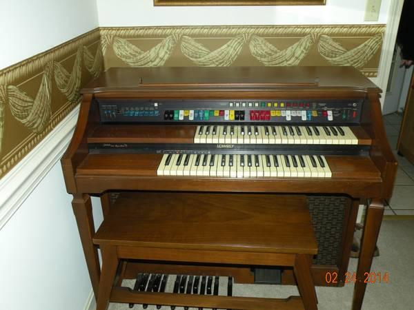 Lowrey Jubilee W Magic Genie Organ 200