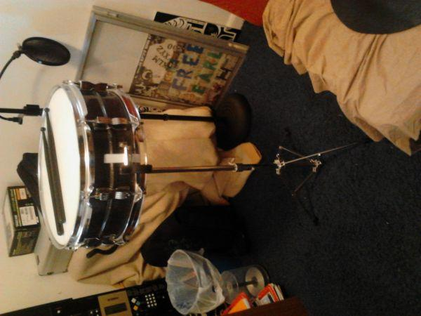 ludwig le 2463 snare drum kit owosso mi for sale in flint michigan classified. Black Bedroom Furniture Sets. Home Design Ideas