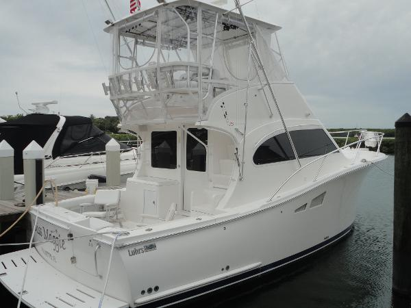 LUHRS 35 Convertible Flybridge