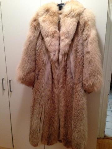 Luxurious full-length coyote fur coat, lined, size 6-8