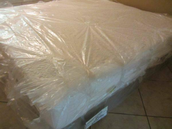 Luxury Icomfort King size mattress & boxspring set-can