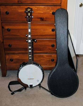 Lyle 5 string banjo and softshell case - $130