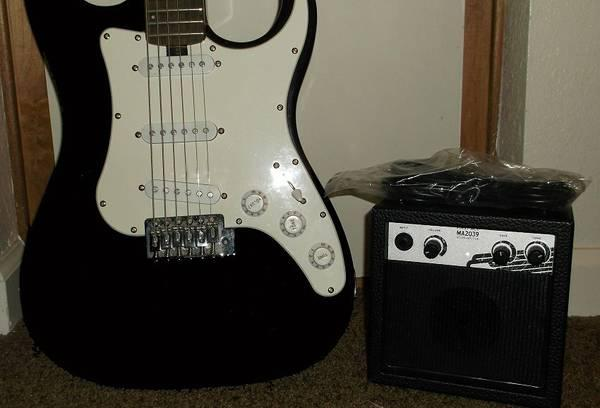 lyon washburn stratocaster solid body electric guitar w amp for sale in las vegas nevada. Black Bedroom Furniture Sets. Home Design Ideas