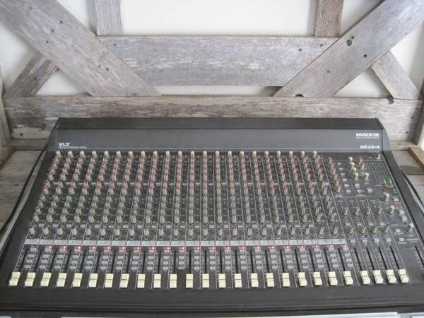 Mackie 24-4 VLZ 24 CHANNEL PROFESSIONAL MIXING CONSOLE