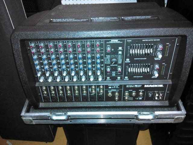 Mackie 808M Powered Mixer wroad case