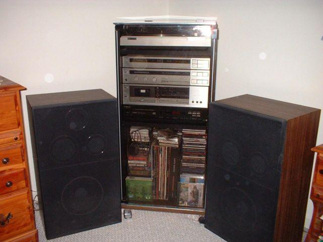 Magnavox Stereo System 1983 great condition!
