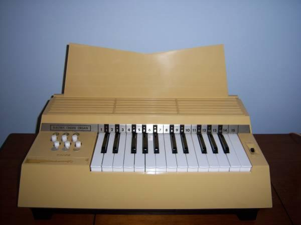 Magnus electric cord organ music keyboard - $15