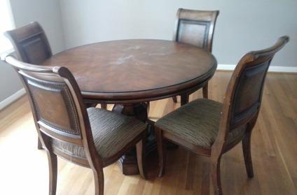 Bon Mahogany Dining Room Set