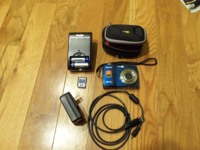 Many Kodak Easyshare digital cameras with extras for
