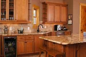 Maple glaze kitchen cabinets for sale in lincoln for Maple kitchen cabinets for sale