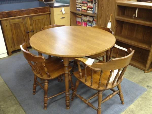 Maple Moose Head Table & 4 Chairs for Sale in Greenwich