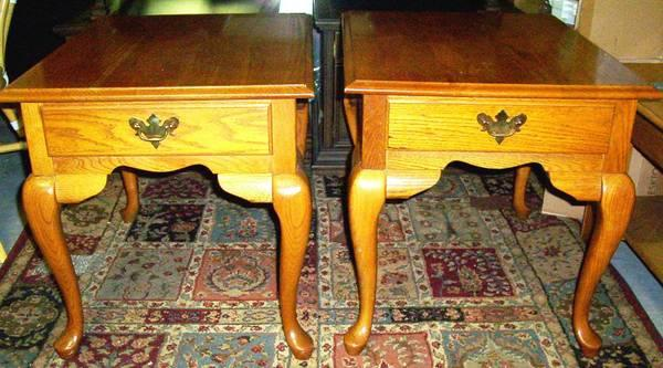 Matching Pair Broyhill Oak Rectangular End Tables W Queen