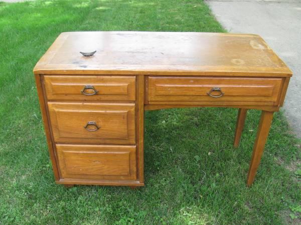 Matching Solid Oak Desk And Dresser 400