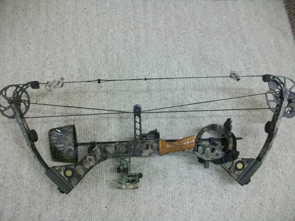 Mathews Solo Cam Outback Compound Bow Right Handed - $360