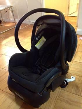 Maxi-Cosi Mico Infant car seat w base Total Black model 22377 -Used