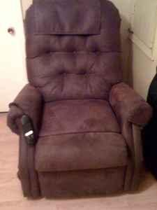 MEDI-LIFT CHAIR - $600 (PICAYUNE)