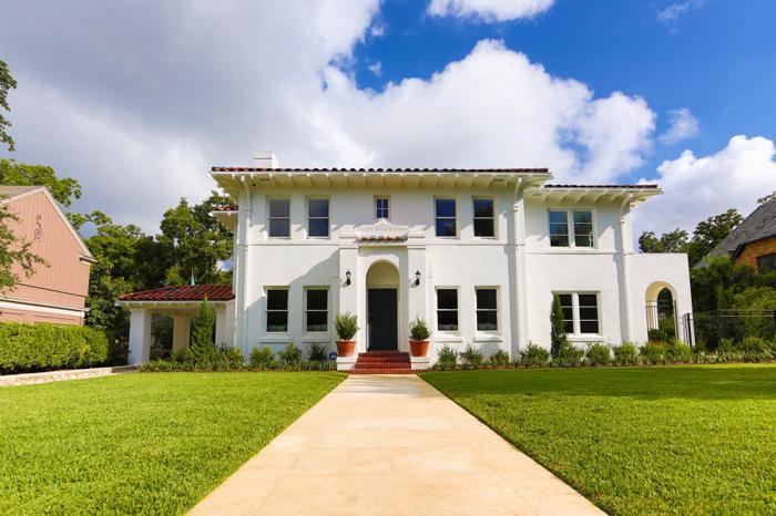 Mediterranean style home in monte vista for sale in san for Texas mediterranean style homes