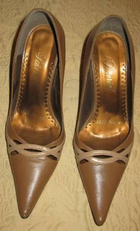 Medium brown w/Beige leather high heel pump GOOD cond &
