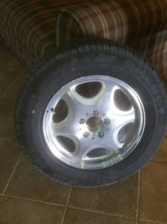 MERCEDES BRAND NEW WHEEL AND TIRE 5-lug - $50