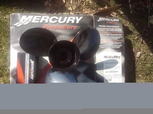Mercury Black Max propeller 48-832830A45