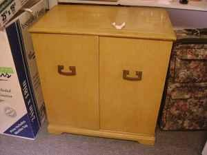 Mid Century Artone Radio Record Player Stereo Cabinet Baltimore Essex Used Furniture For