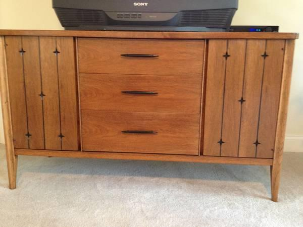 Mid century broyhill saga credenza for sale in rossford for Broyhill american era bedroom furniture