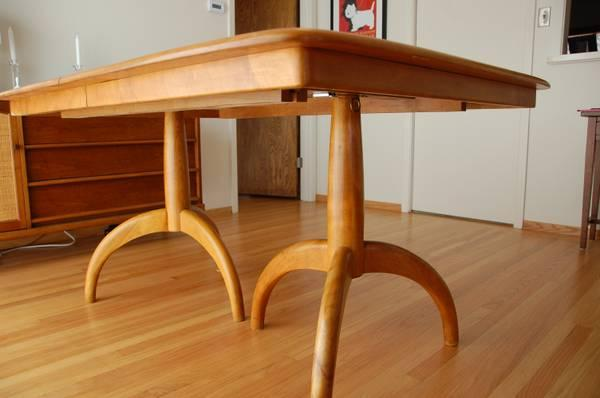Merveilleux Mid Century Heywood Wakefield Dining Table    With 2