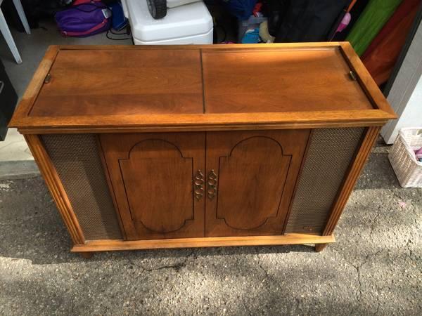 Mid Century Modern Stereo Cabinet W/Turtable   $100