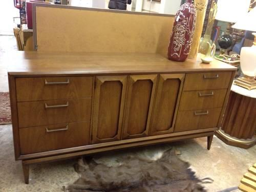 Mid century solid wood nine drawer broyhill dresser for for Broyhill american era bedroom furniture