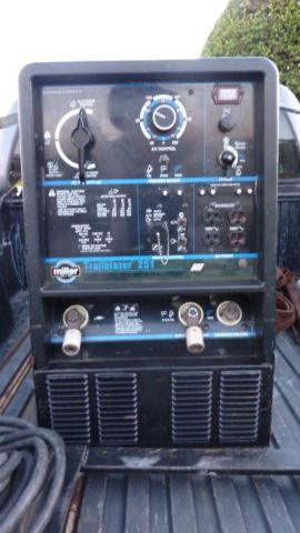 Miller-Trailblazer-251-Welder-Generator 1692 Hrs
