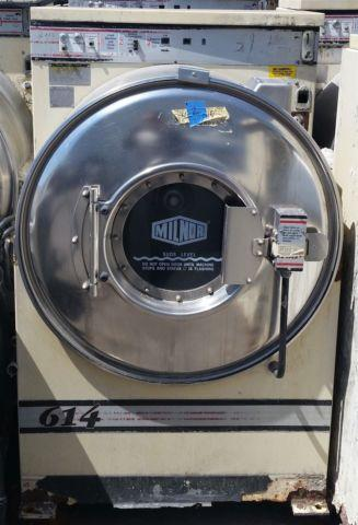 Milnor 35lb Front Load Washer Extractor White Finish AS