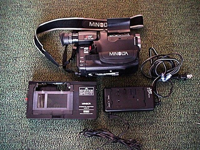 MINOLTA COMPACT VHSc CAMCORDER LIKE NEW IN BOX