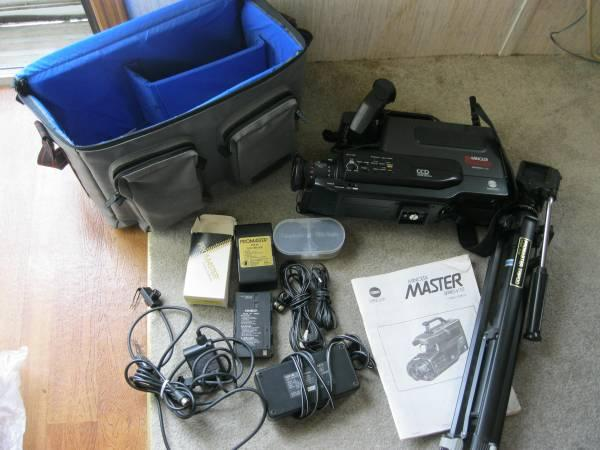 Minolta Master VHS HQ Camcorder with many accessories -