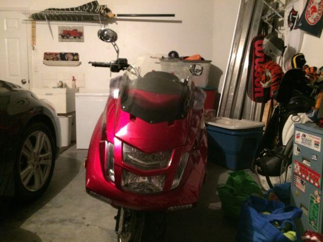 Mint 2013 Suny Scooter 300cc.Only 175 miles.