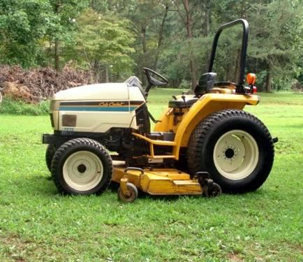 Mint Cub Cadet 7272 Lawn and Turf Tractor