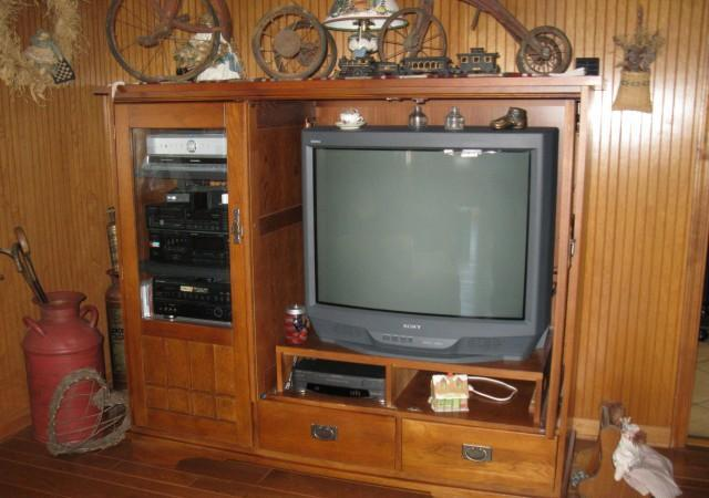 Mission Oak Entertainment Center With 36 Quot Tv W Pelzer