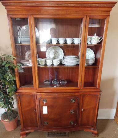 Morganton China Cabinet Mahogany For Sale In Bayard