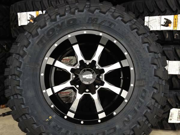 MOTO METAL 970 BLACK WITH 35X125018 TOYO OPEN COUNTRY