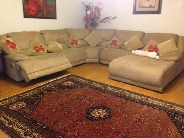 Moving must sell, 3 month old gorgeous sectional couch ...