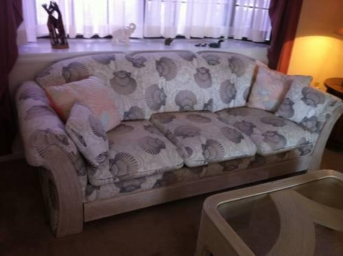 MOVING!!!! MUST SELL SOFA/LOVE SEAT, LAMPS, TABLES,