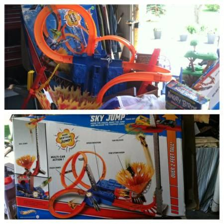 Multiple toys for sale Leap Frog, Hot Wheels, Melissa and Doug - $5