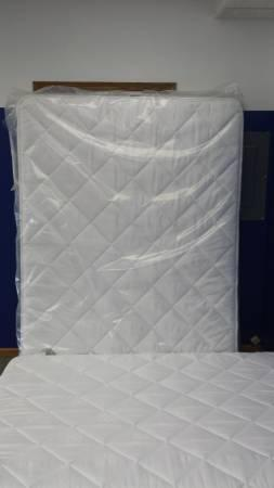 Must Sell~~Queen Pillow Top Mattress