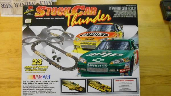 NASCAR- DALE JR. J.GORDON SLOT CAR TRACK - $150