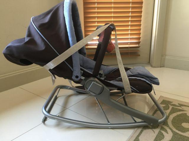 Nearly New McLaren Rocker, Crib Mobil, Baby activity