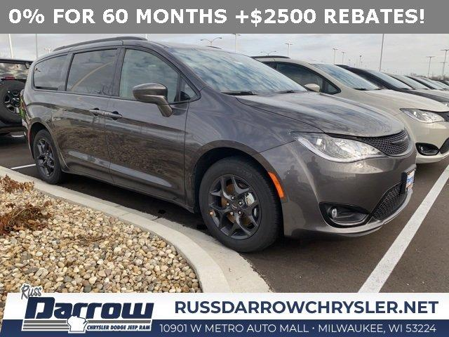 New 2020 Chrysler Pacifica Touring-L Plus Milwaukee, WI