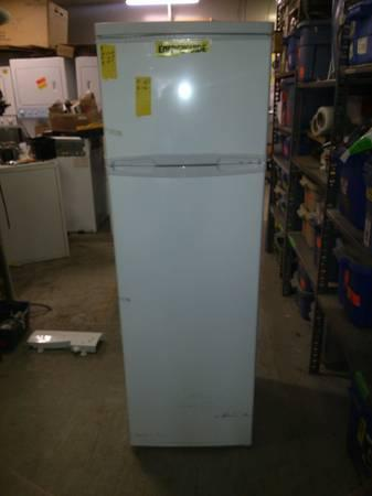 New Igloo 10 Cubic Foot Scratch And Dent Refrigerator