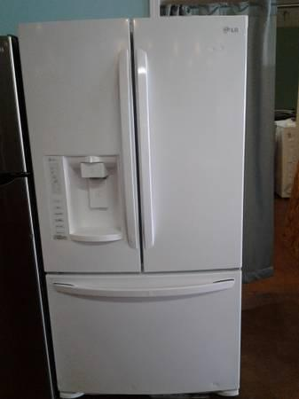 New Lg White French Door Refrigerator 27 6 Cu Ft For
