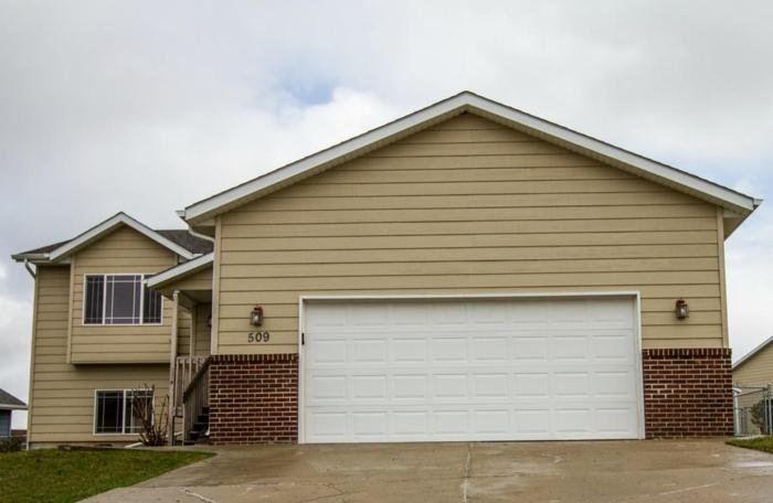 NEW LISTING! Move in ready, updated home in SE Rapid