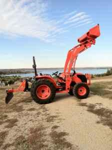 Newer Kubota MX 5100 Tractor/loader/implements - $25900