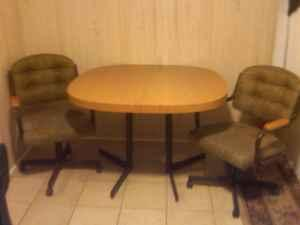 nice dining table and chairs - (ottumwa) for Sale in Ottumwa, Iowa ...